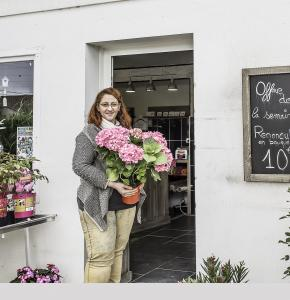 Patricia Larrey devant son magasin 2bis principale 080416.jpg