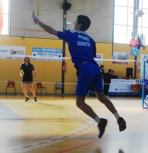 badminton saut.jpg