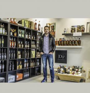 1bis Kévin Gessler dans son magasin 1bis principale 120516.jpg