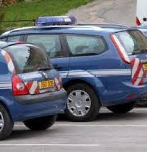gendarme voitures.jpg