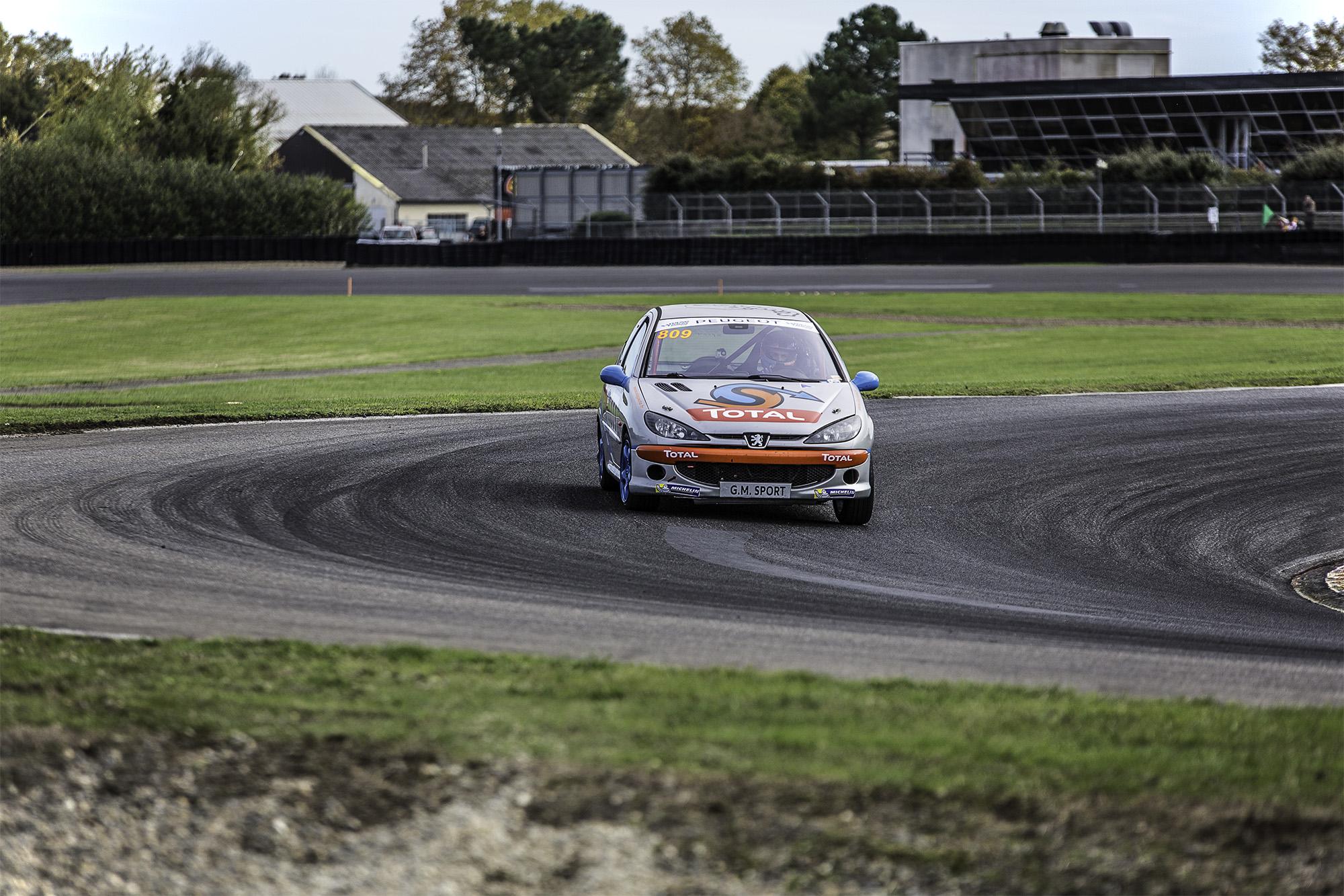 Rencontres Peugeot Sport : le lion rugit sur le circuit de Nogaro