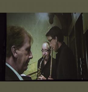 0 Le trio sur l'écran géant dans le choeur 1bis 230417.jpg