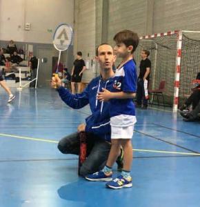 badminton tres jeune.jpg