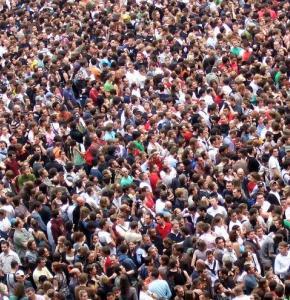 crowds-2768571_960_720.jpg