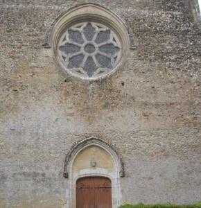 cinq-des-vitraux-les-plus-endommages-et-la-grande-rosace-ont-deja-ete-restaure.jpg