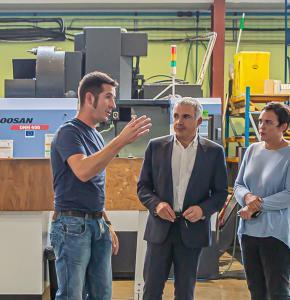 0 Julien Hueso fait visiter l'usine Hueso à Rémi Branet et Laure Lacourt 1bis 041019.jpg