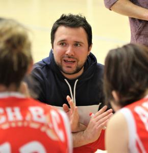 Adrien Coureau, l'entraîneur auscitain, sait se faire écouter abc.jpg
