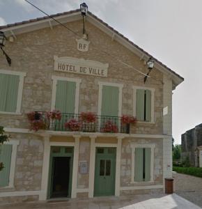 Valence sur Baise Mairie.JPG