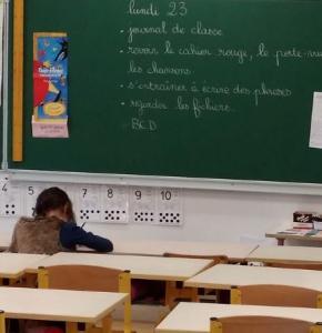 ecole classe.JPG