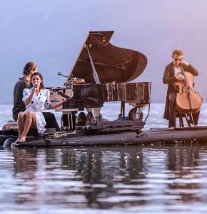 Piano du lac_spectacles Musiques flottantes 2020_4©sophie goyard.jpg