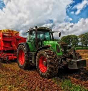 tractor-385681_1280 (1).jpg