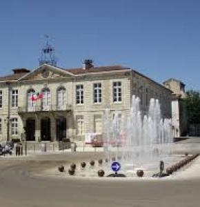 auch place mairie.jpg
