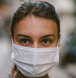 coronavirus infirmiere masque.JPG