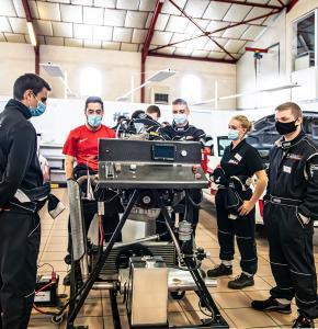 10 Etudiants dans l'atelier auto 1bis 271020.jpg