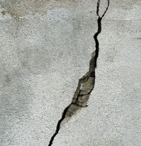 Fissure crack-wall-concrete-texture.jpg