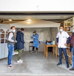 0 Le local du prélèvement 3 patients une préparatrice et Pierre marmouyet 1bis 241220.jpg