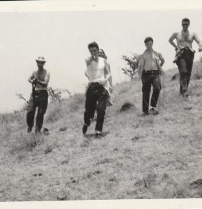 Octavio Alberola en exercice Guerrilla à Mexico en 1959.jpg