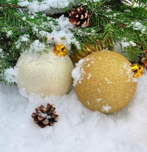 background-balls-christmas-cold.jpg