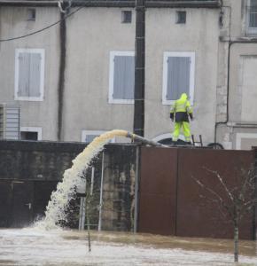 Baise Condom inondation pompe 2 février.jpg