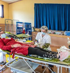 0 Donneuse de sang couchée 1bis 040321.jpg