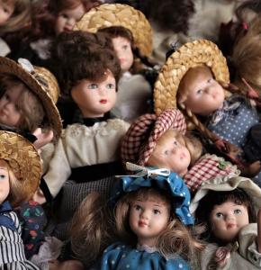 toys-dolls-antique-nostalgia.jpg