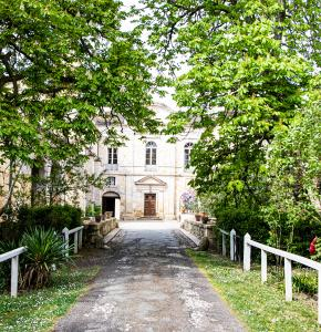 0 Extérieur château de Cassaigne 1bis 090421.jpg