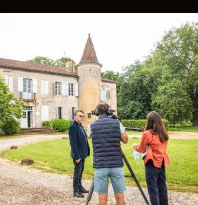 0 Jacques Lapart explique la construcion de Castelmore 1bis 030621.jpg