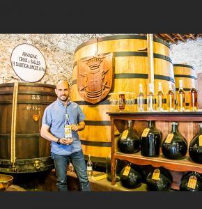 0 Benoît Hillion et bouteille de blanche Un-Oaked 1bis 100621.jpg