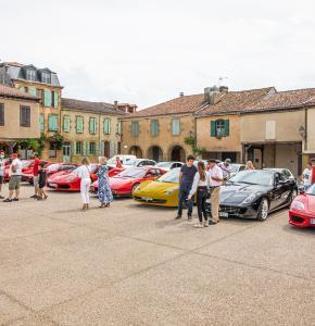 2 Les 8 premières Ferrari sont garées à Lupiac 1bis 200621.jpg