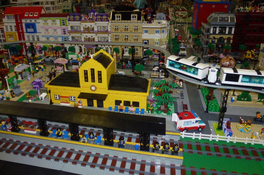 An ephemeral toy museum - Archytele